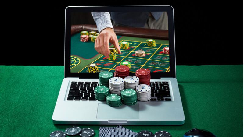 Freispiele ohne Einzahlung vs. Spielgeldmodus